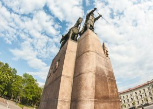 Meeting point, monument of Gediminas, Vilnius Free Tour and Vilnius Alternative Tour